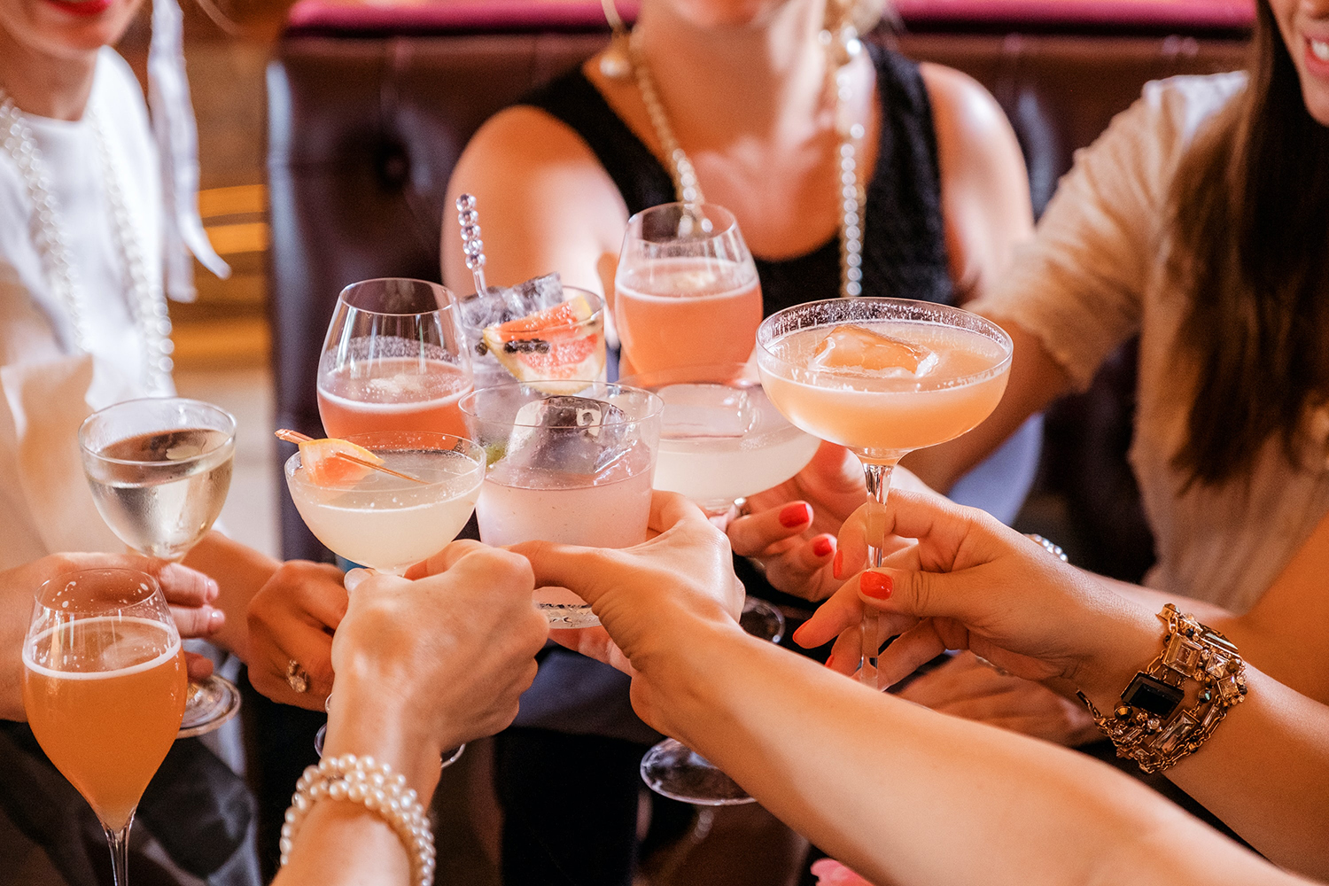 Group of people cheersing with cocktails, Is alcohol a trigger for IBS
